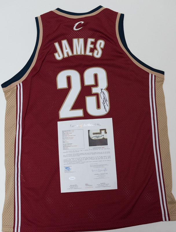 hot sale online 639a6 dd668 lebron james signed cavs jersey